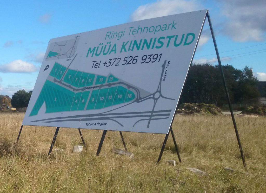 Kolmest osast koosnev kinnisvara arenduse plakat - Ringi Äripark Jüris
